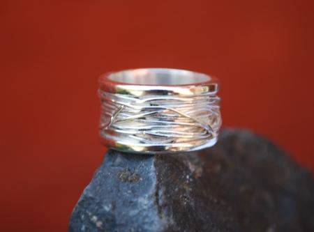 ring met zilverdraad